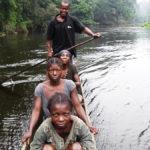 Pasażerowie na stopa (rzeka Lokoro)